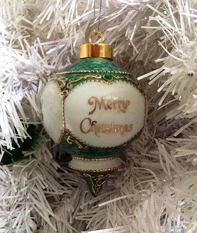 Irish christmas ornament merry christmas with shamrocks for Outdoor merry christmas ornaments
