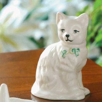 Belleek Quizzical Cat Figurine